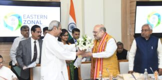 Odisha CM Naveen Patnaik welcomes HM AMit Shah to the meeting