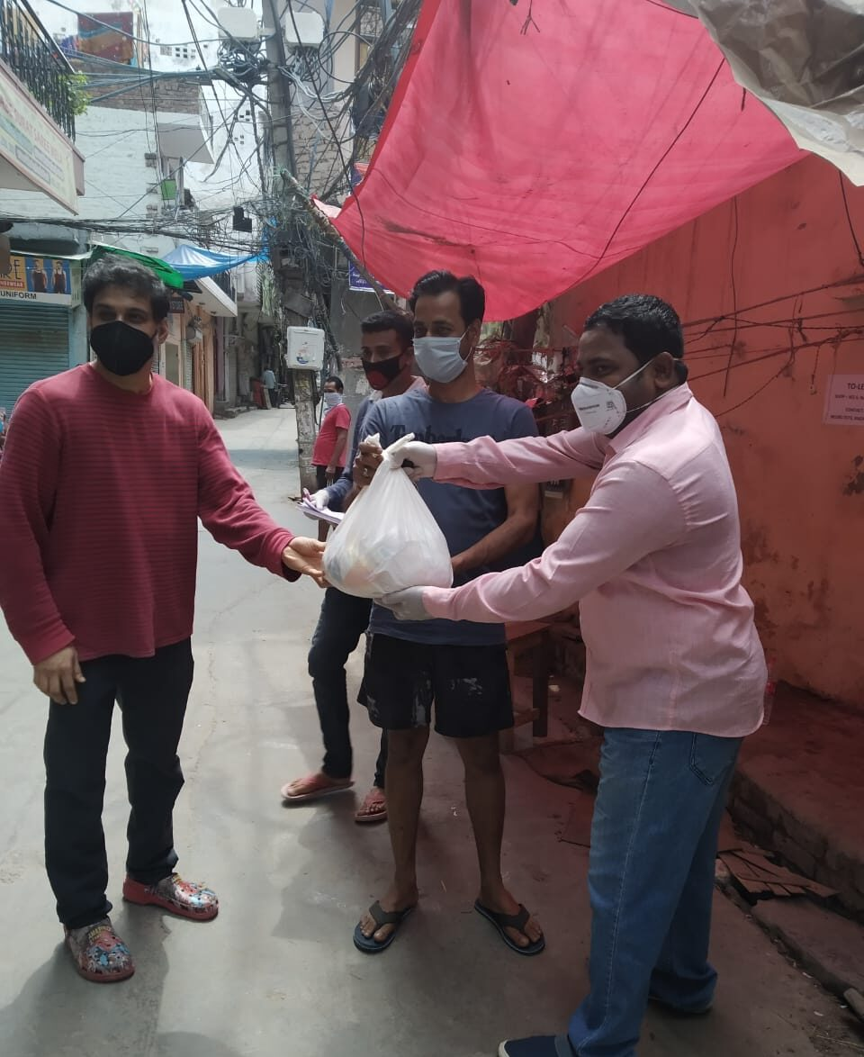 Distribution of Dry Ration by Odia Samaj, New Delhi to distressed odia migrant workers (2)