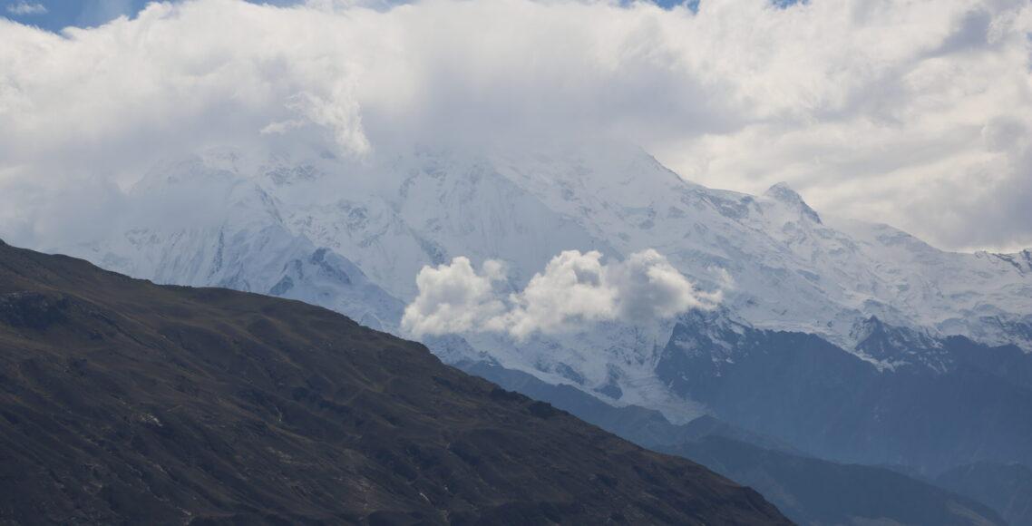 Rakaposhi-peak-Under-clouds