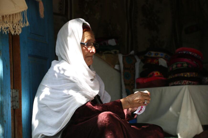 Old-Women-in-Karimabad-Bazaar