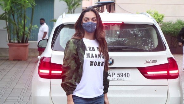 OneIndia24News: Kiara Advani Says 'Dil Maange More' As She Leaves For Shershaah Promotions To Kargil