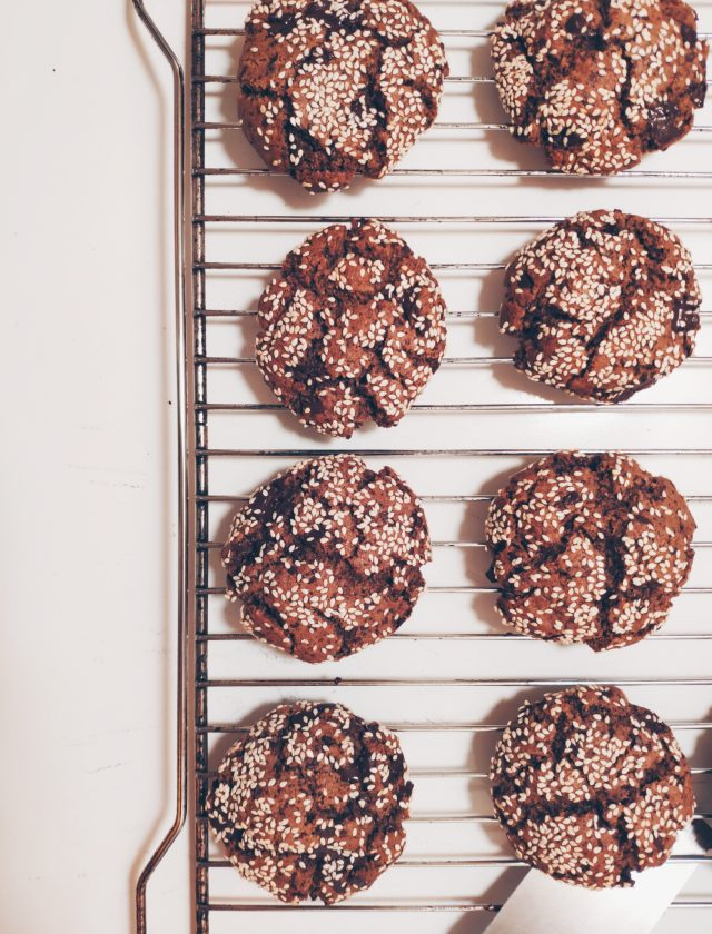Ταχινένια μυρωδάτα μπισκότα