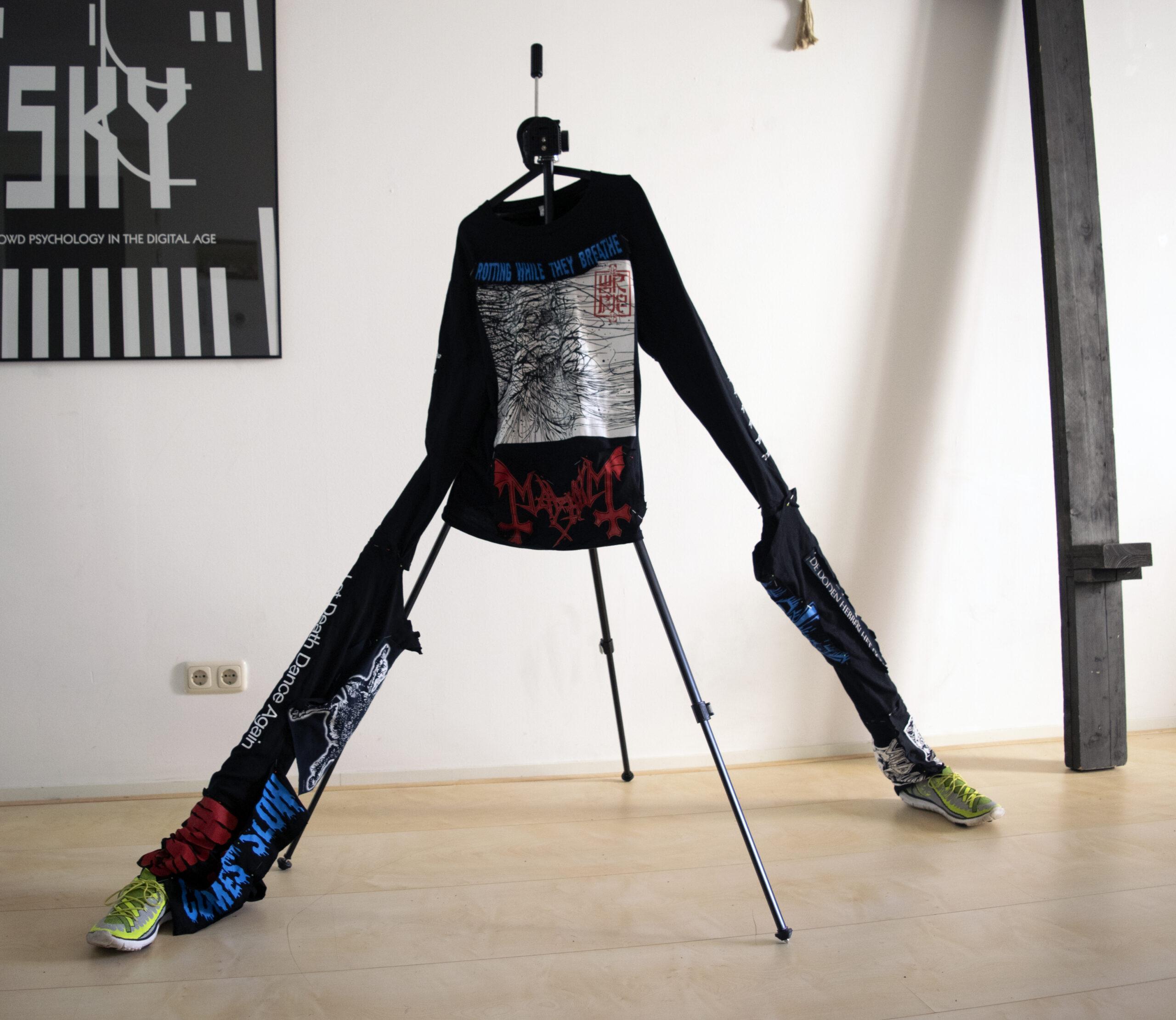 Concept for a 1,5 m Distance Memorial Shirt. Level: Metalkutte