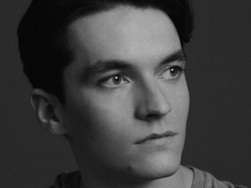 FIONN WHITEHEAD TO STAR IN NEW DIGITAL PRODUCTION OF THE PICTURE OF DORIAN GRAY