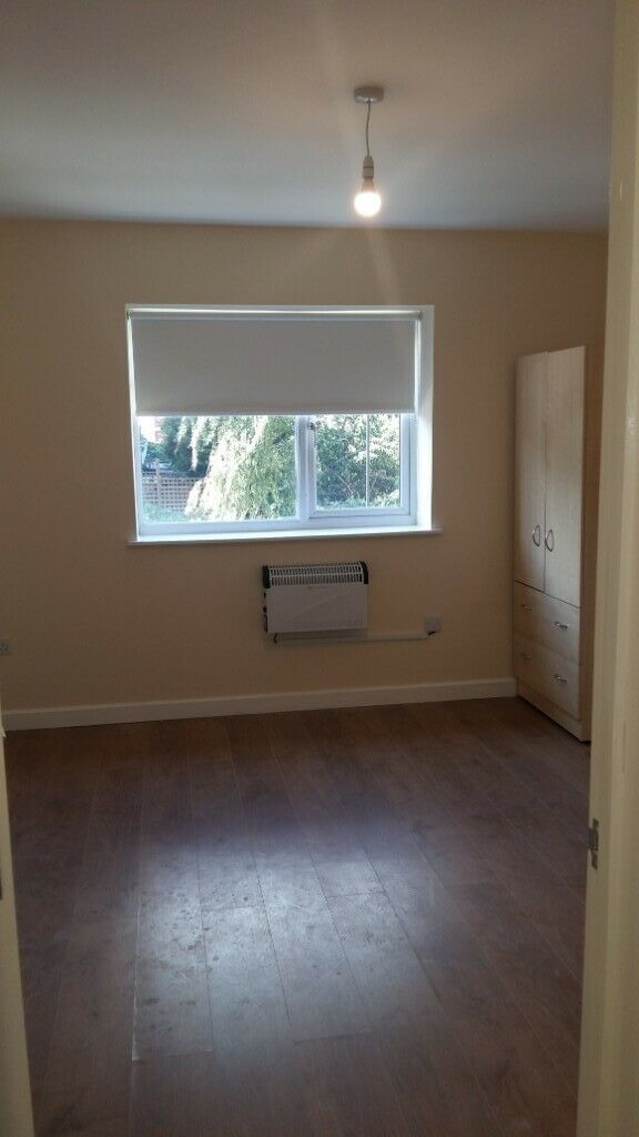 Studio flat to Let in Hackney, Clapton, Dss Welcome