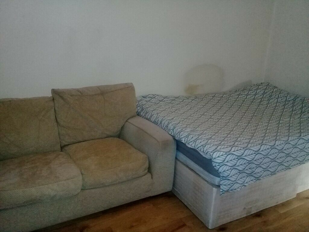 Very beautiful room in Nice house in London for rent-short/long term