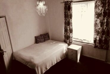 Good double room in Shepherd's Bush close to white city underground and westfield