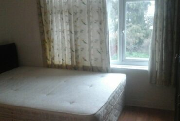 Large double room to rent near Newbury park tube station ( all bills included free car