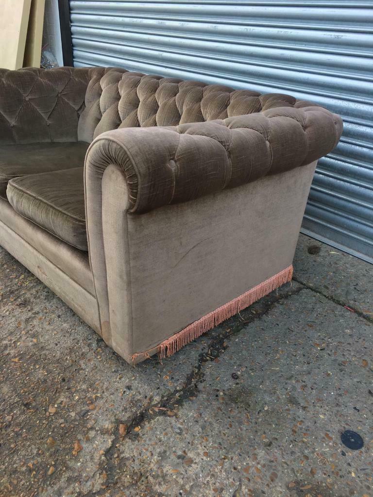 FREE DELIVERY VINTAGE BROWN VELVET CHESTERFIELD 2 SEATER SOFA