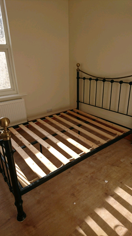 Double 4ft6 iron bed Victorian style frame
