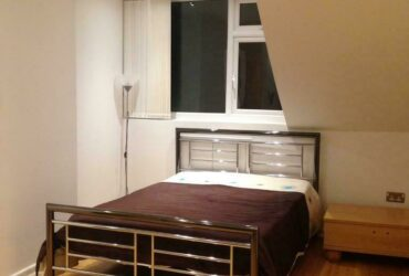 Spacious studio flat near Wembley Park station for one person