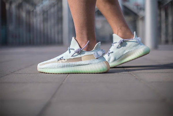 Top best seller yeezy 350 V2 all the time