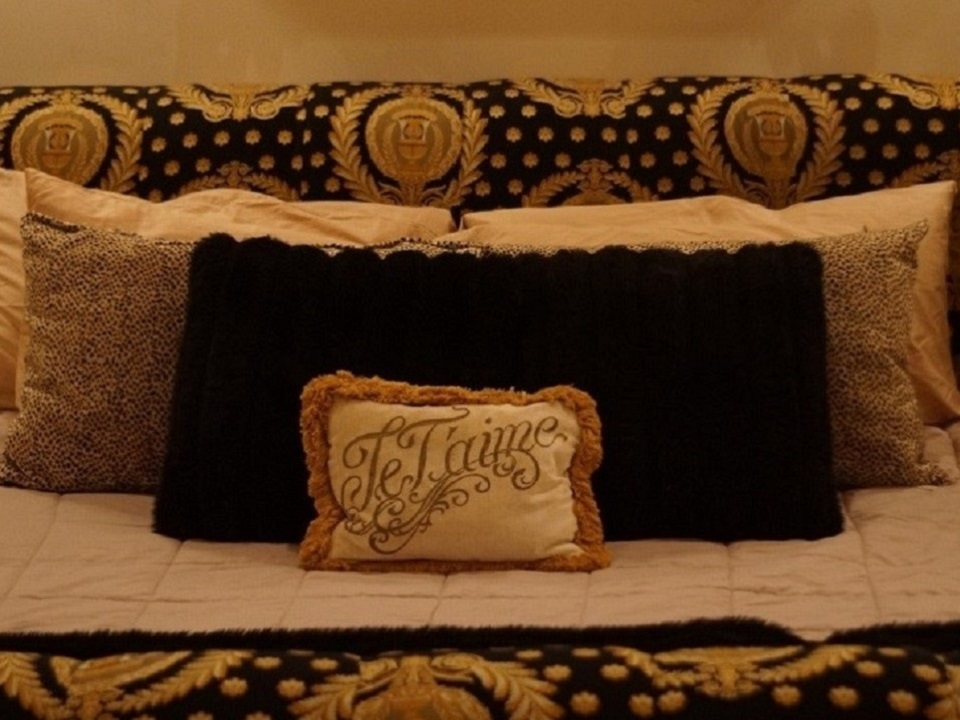 Grand Master's King Bed