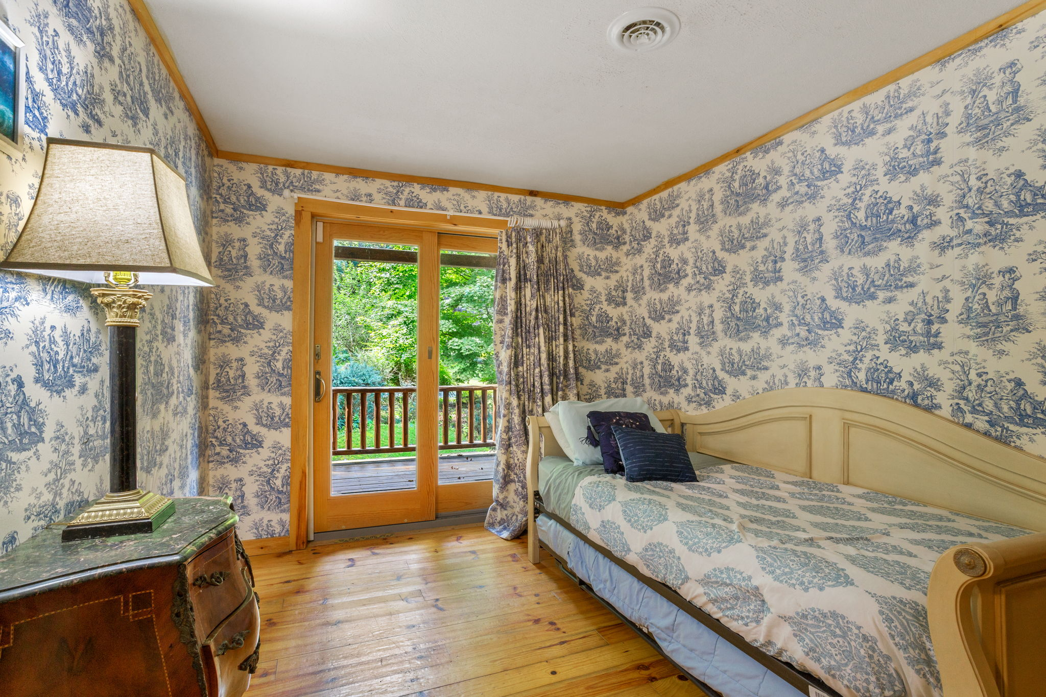 Blue Room Trundle Bed