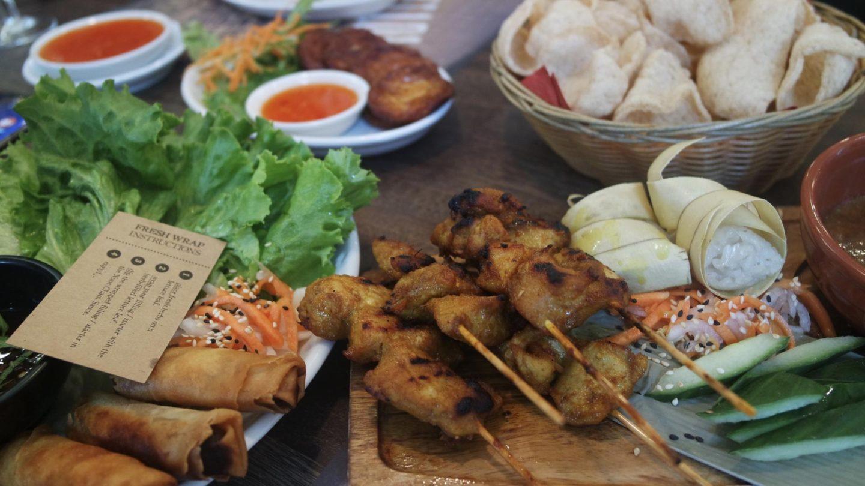 Dinner at Banana Tree Canteen || Food & Drink