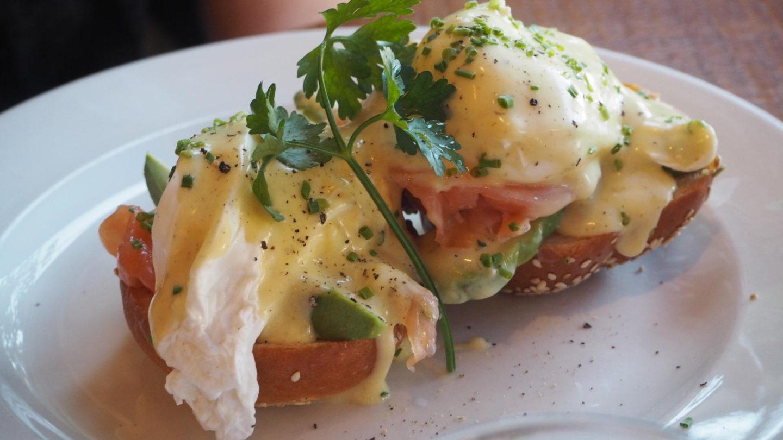 Brunch At Bob's Cafe, Ealing Broadway    Eggs Benedict