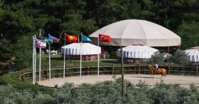 """Büyük Kazak Göçü""""nün kahramanı Şirzat Doğru anıldı"""