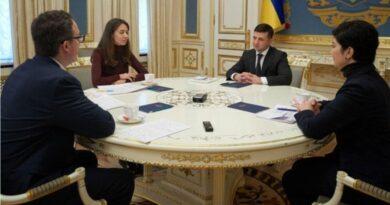 Ukrayna Devlet Başkanı Volodimir Zelensky, Anton Korinevich, Daria Sviridova , Tamila Tasheva