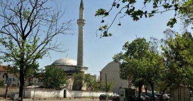 Bulgaristan'ın başkenti Sofya'nın güneydoğusunda yer alan ve Kırım'dan gelen Tatarların 1418 yılında kurduğu Pazarcık şehri, ülkenin Osmanlı mimarisini yansıtan en otantik kentlerinden biri olma özelliğini taşıyor. Günümüzde ayakta kalan müzelere dönüştürülmüş eski evler ihtişamlı iç ve dış görünümleri ile ziyaretçilerde unutulmaz izlenimler bırakıyor. Bulgaristan'ın başkenti Sofya'nın güneydoğusunda yer alan ve Kırım'dan gelen Tatarların 1418 yılında kurduğu Pazarcık şehri, ülkenin Osmanlı mimarisini yansıtan en otantik kentlerinden biri olma özelliğini taşıyor. Günümüzde ayakta kalan müzelere dönüştürülmüş eski evler ihtişamlı iç ve dış görünümleri ile ziyaretçilerde unutulmaz izlenimler bırakıyor. Bulgaristan'ın başkenti Sofya'nın güneydoğusunda yer alan ve Kırım'dan gelen Tatarların 1418 yılında kurduğu Pazarcık şehri, ülkenin Osmanlı mimarisini yansıtan en otantik kentlerinden biri olma özelliğini taşıyor. Günümüzde ayakta kalan tek cami, 25 metre yüksekliğindeki minaresiyle Kurşun Cami olarak bilinen Nazır Ağa Camisi. Bulgaristan'ın başkenti Sofya'nın güneydoğusunda yer alan ve Kırım'dan gelen Tatarların 1418 yılında kurduğu Pazarcık şehri, ülkenin Osmanlı mimarisini yansıtan en otantik kentlerinden biri olma özelliğini taşıyor. Günümüzde ayakta kalan müzelere dönüştürülmüş eski evler ihtişamlı iç ve dış görünümleri ile ziyaretçilerde unutulmaz izlenimler bırakıyor. Bulgaristan'ın başkenti Sofya'nın güneydoğusunda yer alan ve Kırım'dan gelen Tatarların 1418 yılında kurduğu Pazarcık şehri, ülkenin Osmanlı mimarisini yansıtan en otantik kentlerinden biri olma özelliğini taşıyor. Günümüzde ayakta kalan tek cami, 25 metre yüksekliğindeki minaresiyle Kurşun Cami olarak bilinen Nazır Ağa Camisi. Bulgaristan'ın başkenti Sofya'nın güneydoğusunda yer alan ve Kırım'dan gelen Tatarların 1418 yılında kurduğu Pazarcık şehri, ülkenin Osmanlı mimarisini yansıtan en otantik kentlerinden biri olma özelliğini taşıyor. Günümüzde ayakta kalan tek cami, 25 metre yüksekliğindeki mi