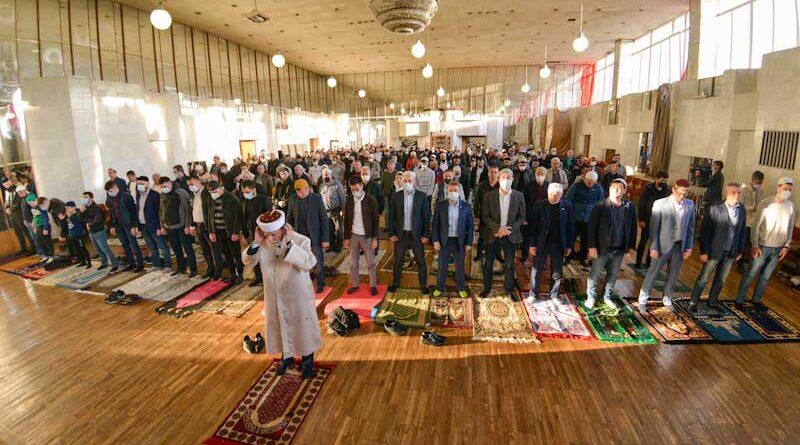 Kırım Müslümanları Akmescid'de bayram namazı