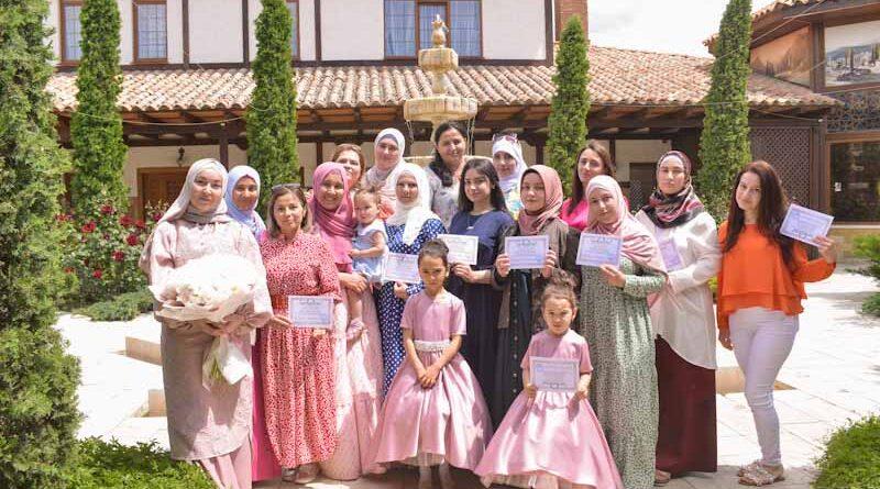 Faydalı bilgi okulunda, Kırım Müftülüğü kesim ve dikiş kursları tamamlandı