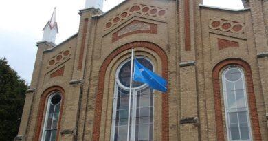 Kanada'nın Toronto kenti ile çevresinde yaşayan Uygur Türkleri, satın aldıkları tarihi bir kiliseyi camiye çevirdi.