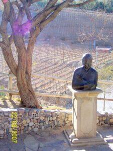 Gabriela Mistral bust | Vicuña | Tourism translation
