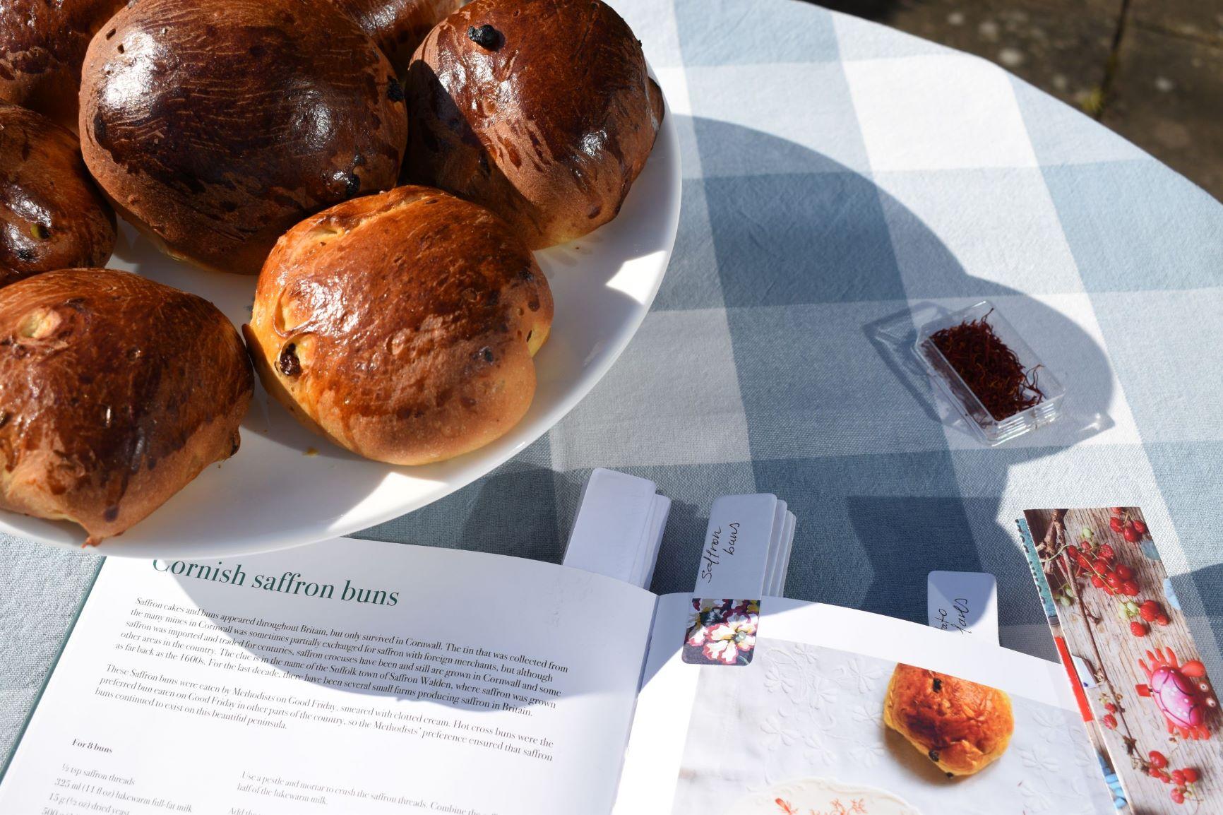 Cornish-saffron-buns | Spanish culinary translator