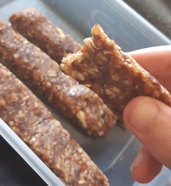 raw vegan cashew date bars
