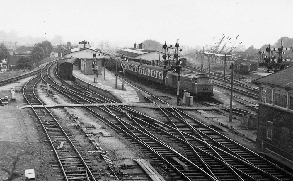 00234-station-view- - Station Road & Ironworks