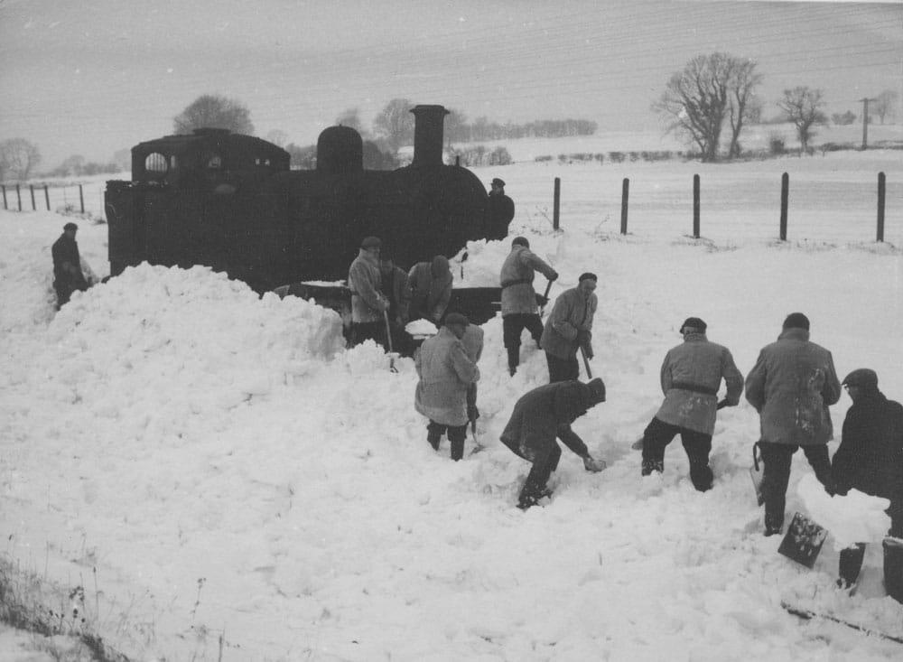 00252-station-winter-1963 - Station Road & Ironworks
