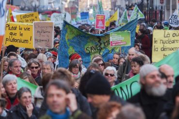 Around 5000 demonstrators walk in Geneva to call for climate action and energy from 100% renewable sources ahead of crunch climate talks in Paris.  The Global Climate March consists of 60 other major marches, plus more than 2,300 events, in over 150 countries on the eve of the 21st Conference of Parties (COP21) to the UN Framework Convention on Climate Change (UNFCCC).