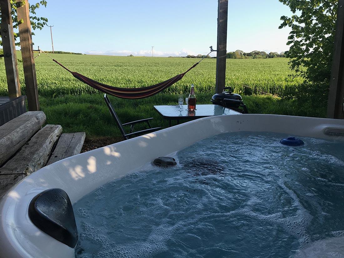 hot tub outside lodge