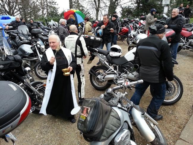 tuscany-motorcycle-tours-montesenario-benediction