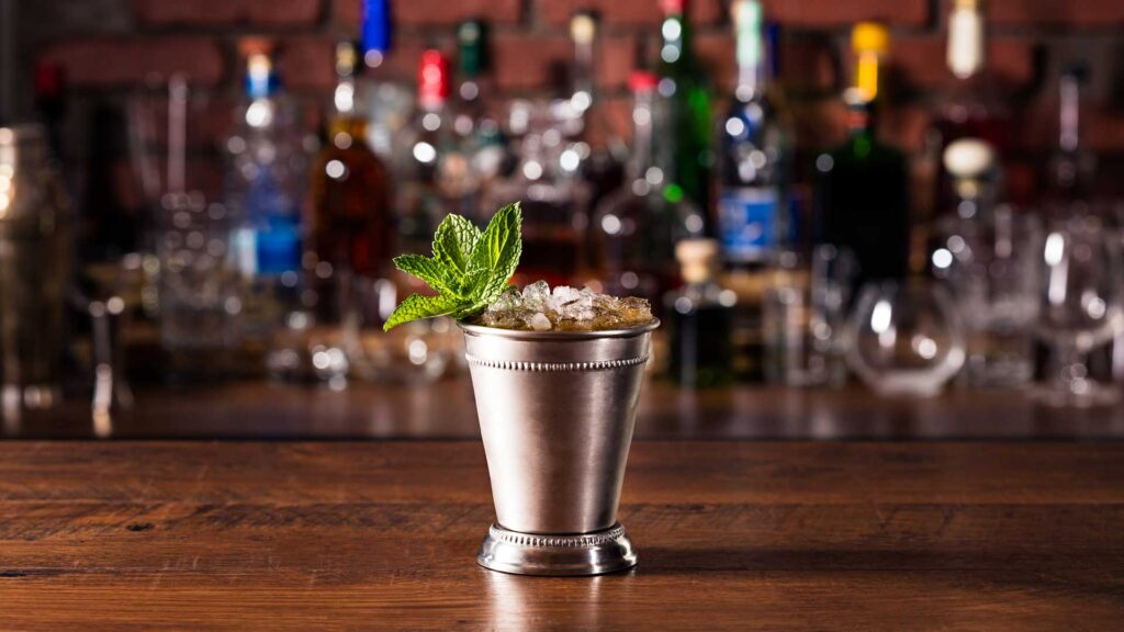 Mint-Julep-cocktail-in-tazza-Coqtail-Milano