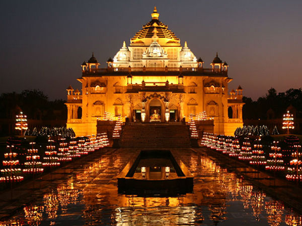 best holy place for visitors to delhi india - Swami narayan Temple mandir Akshardham Temple