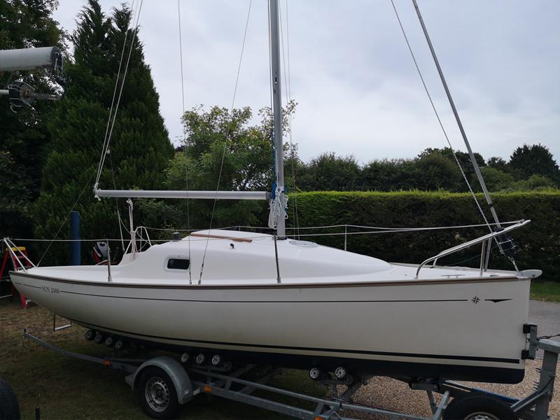 The Jeanneau Sun 2000 is an excellent trailer sailer