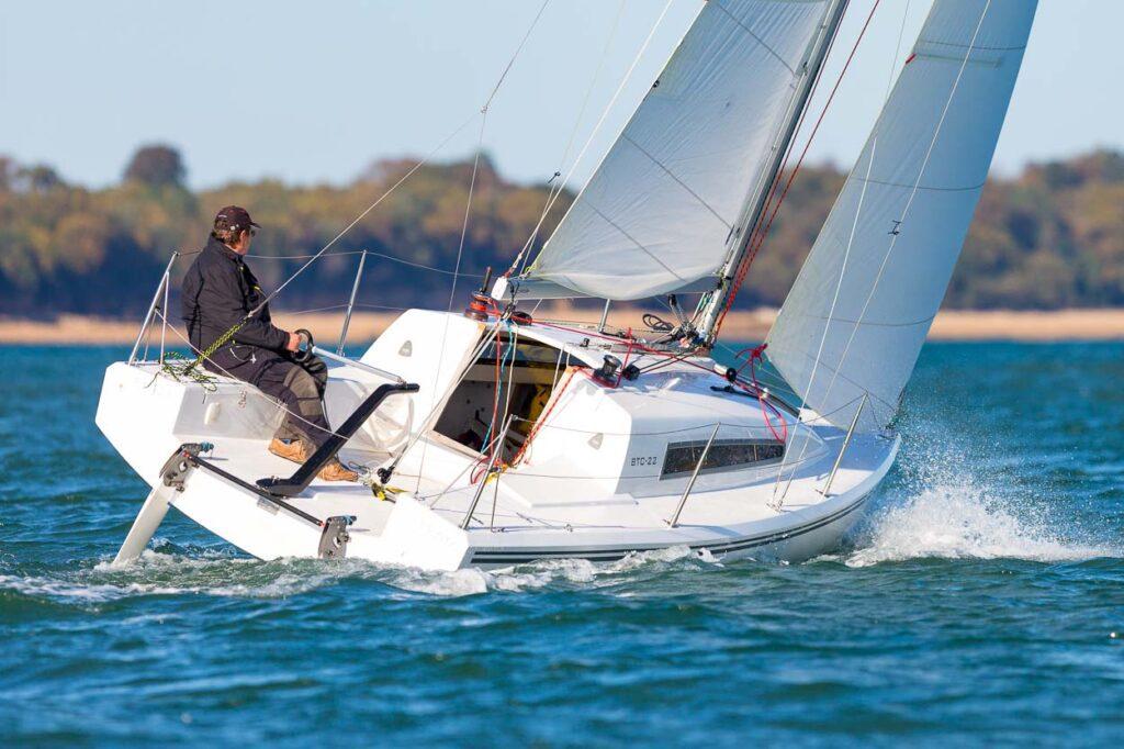 The Buckley BTC-22 trailer sailer close hauled singlehanded