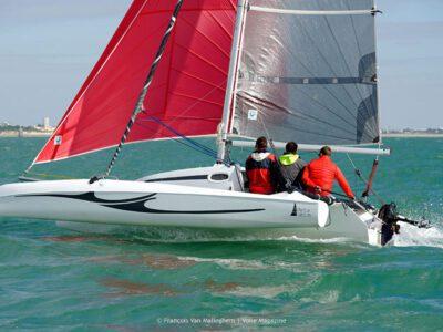 Astus 20.5 fast trimaran on the water