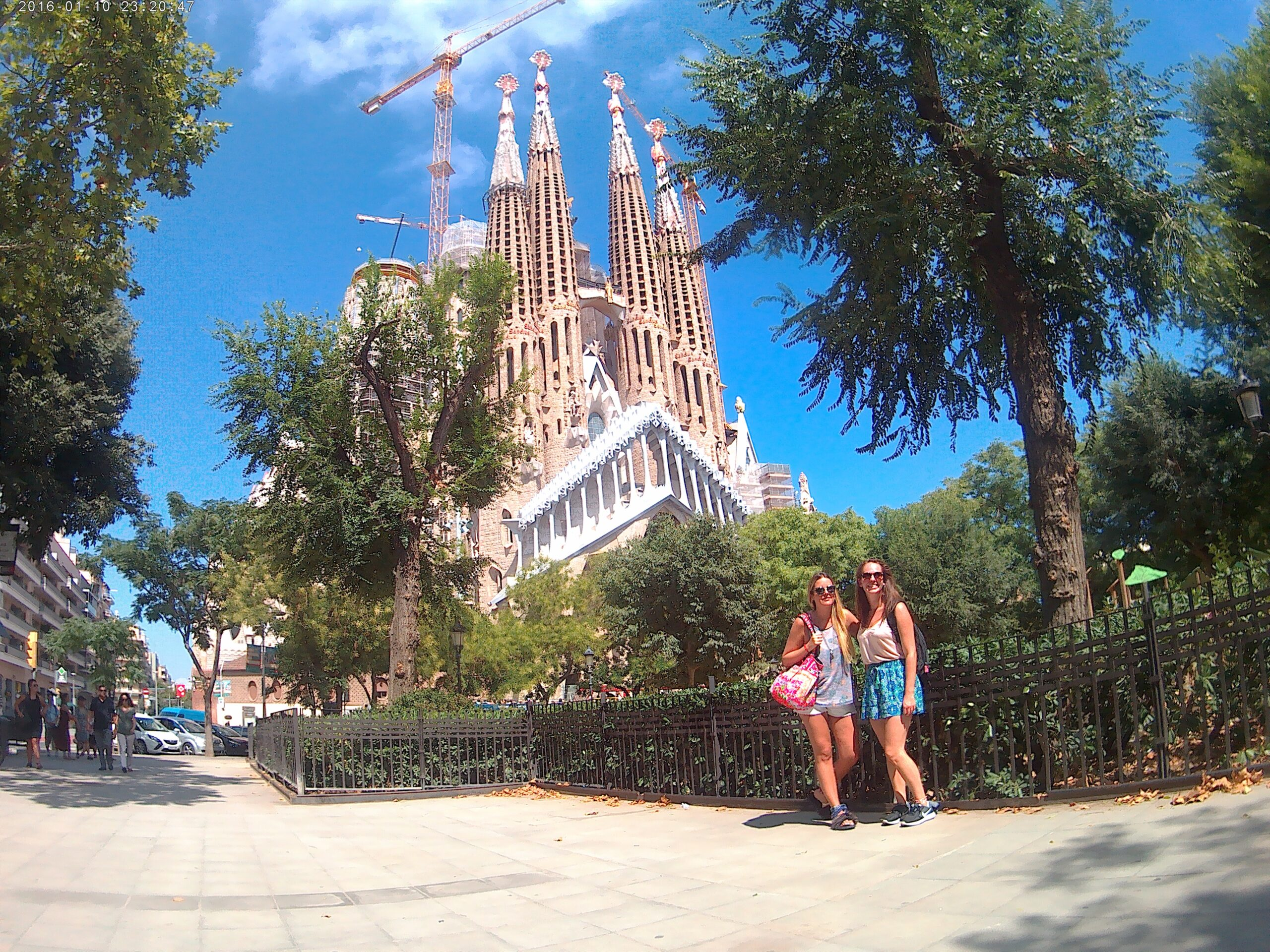 Sagarda Familia with Antonella, the girl I met in my hostel, Barcelona 2016