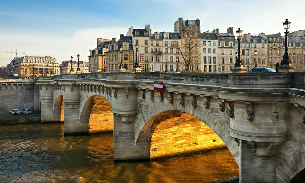 Take pictures of Paris from the car