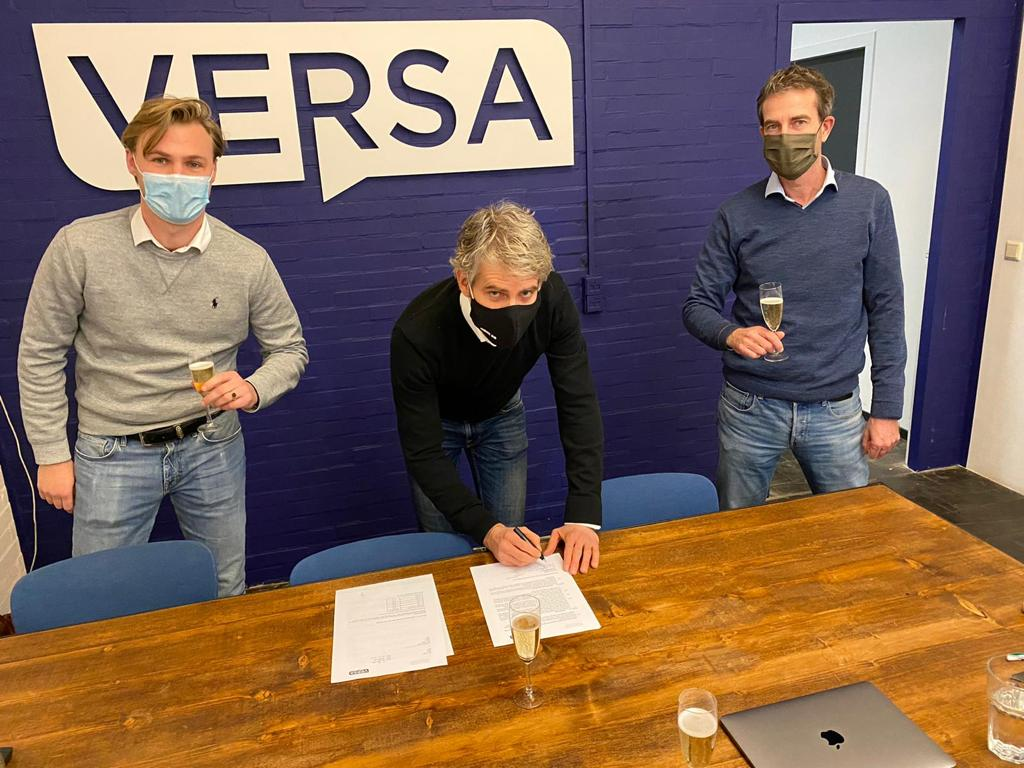 Versa and itemlost sign distribution agreement