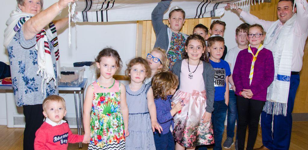 Blessing the children Simchat Torah 2018