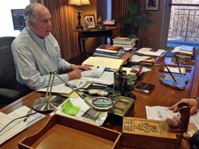 See The Desks Of 39 Successful People