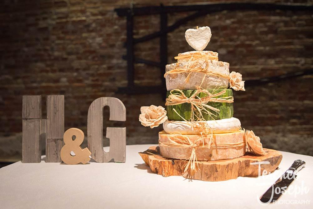 Round cheese wedding cake