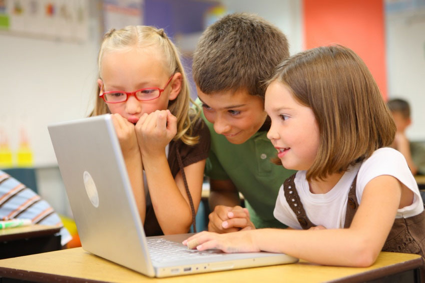 childs-with-laptop