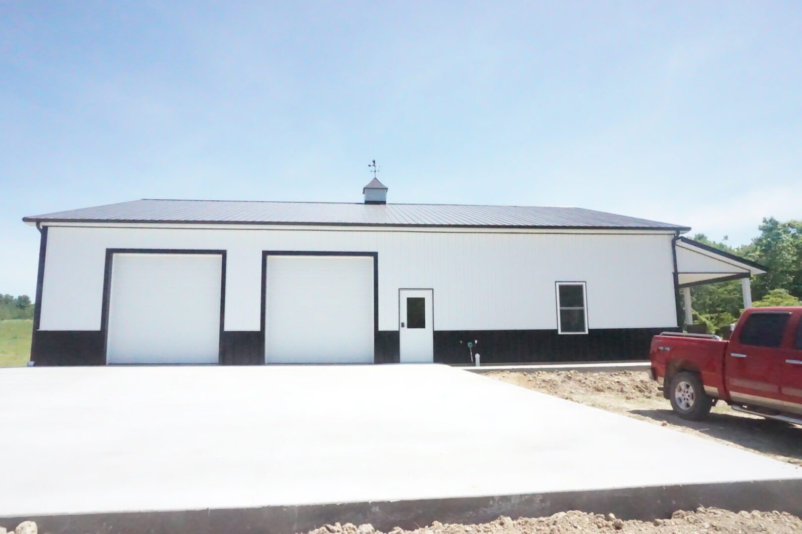 A white building and garage