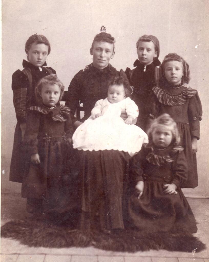 1895 Theresa, Ethel, Athelia, Ivis, Cleo, Clella, Baby Harriet