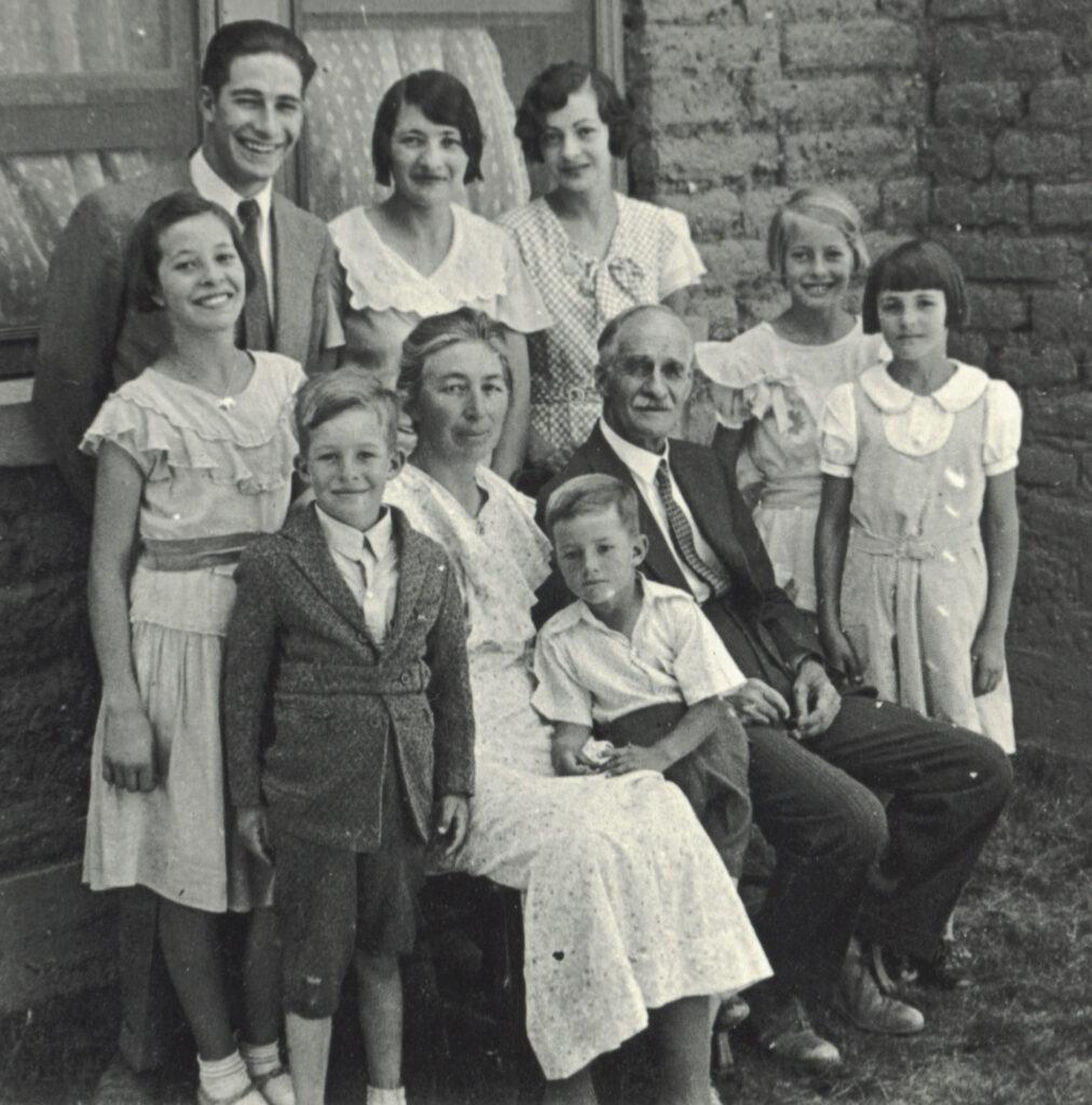 1934 Anson Julia & 8 children