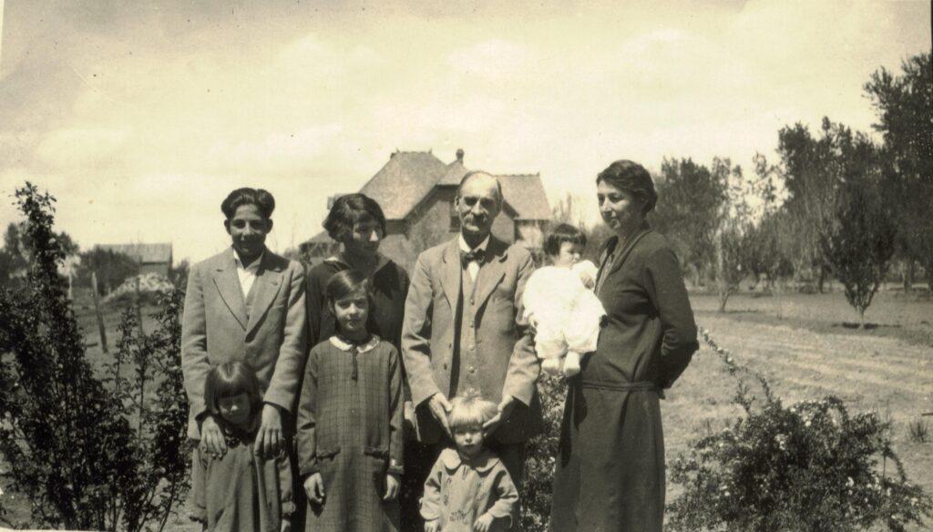 1926 4-25 Ara, Lorna, Anson, Julia, w Ruth, Nelda, Fulvia, Vesta,